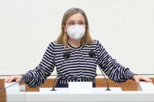 Dr. Dörte Liebetruth bei ihrer Rede im Landtag
