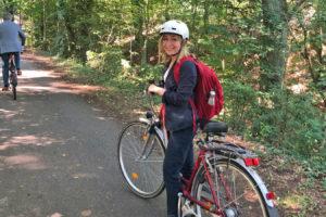 Dörte Liebetruth mit dem Fahrrad