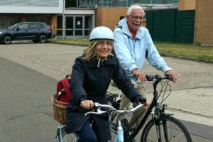 Dörte Liebetruth und Bernd Michallik auf Fahrrädern